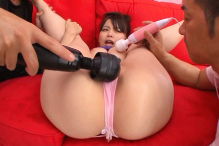 Anna natsuki. Lascivious Anna Natsuki oiled by two boyfriends and lascivious with a toy